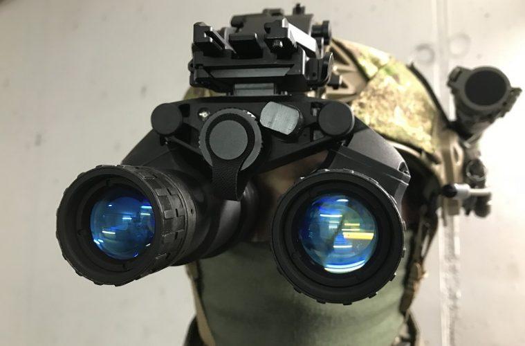 Schwarzen nachtsichtgeräte nahaufnahme u stockfoto artyustudio