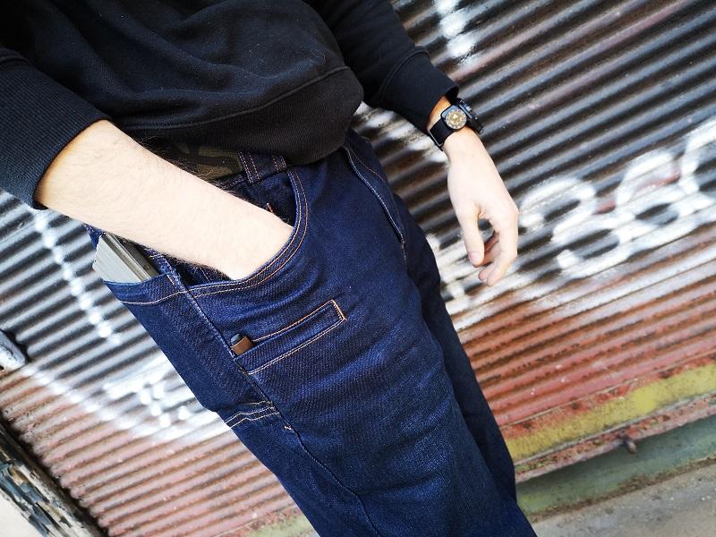 Ohne was drunter jeans Unten ohne/nichts